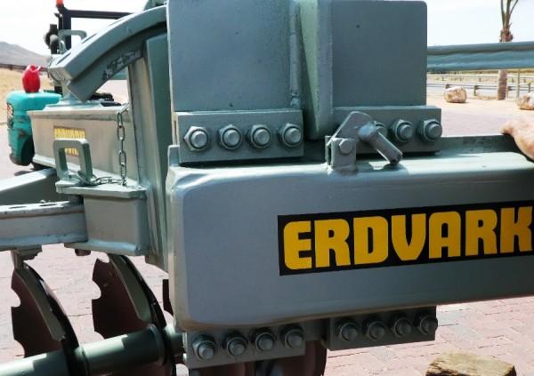 Ridger heavy duty mounting on main frame.